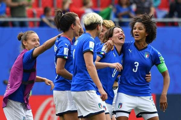 È il momento di realizzare il sogno del professionismo nel calcio femminile italiano